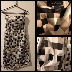 Banana Republic Strapless dress w/ pockets size 8